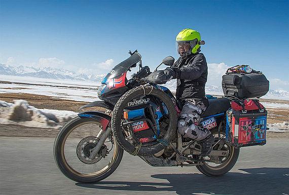 Rahim Resad auf dem Weg von China nach Kirgistan. Hier fuhr er den Torugart Pass hoch