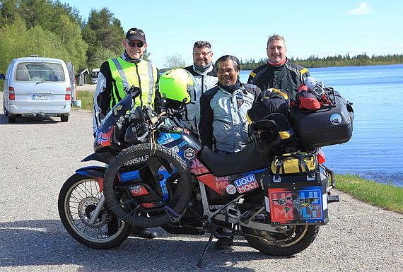 Auf reges Interesse stieß Rahim Resad auch seitens vieler deutscher Motorradfahrer