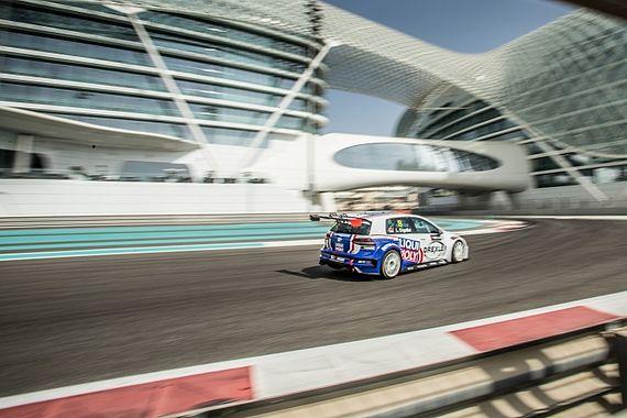 Luca Engstler beim TCR Middle East Rennen in Dubai