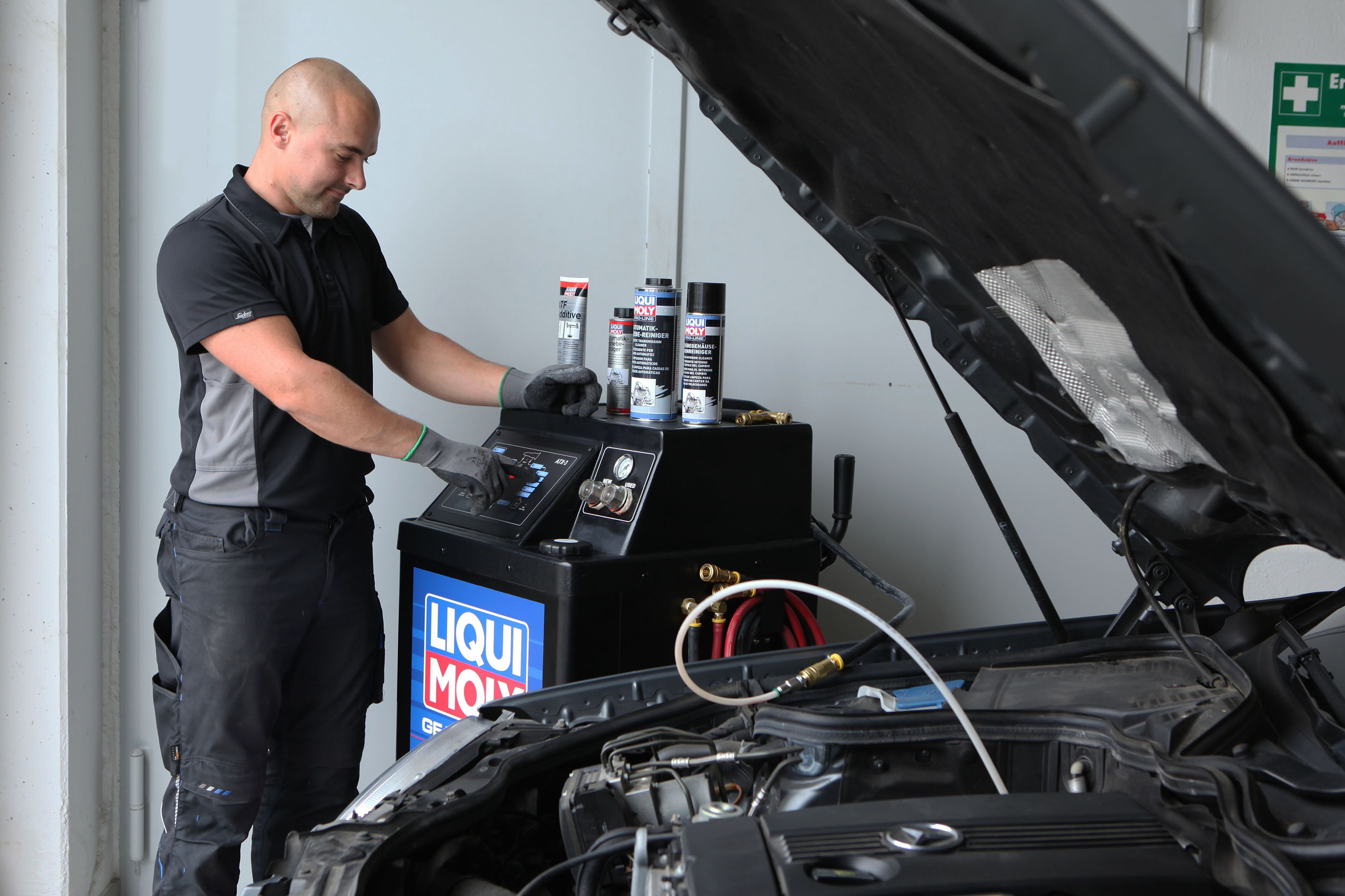 Automatic transmission fluid change made easy: LIQUI MOLY