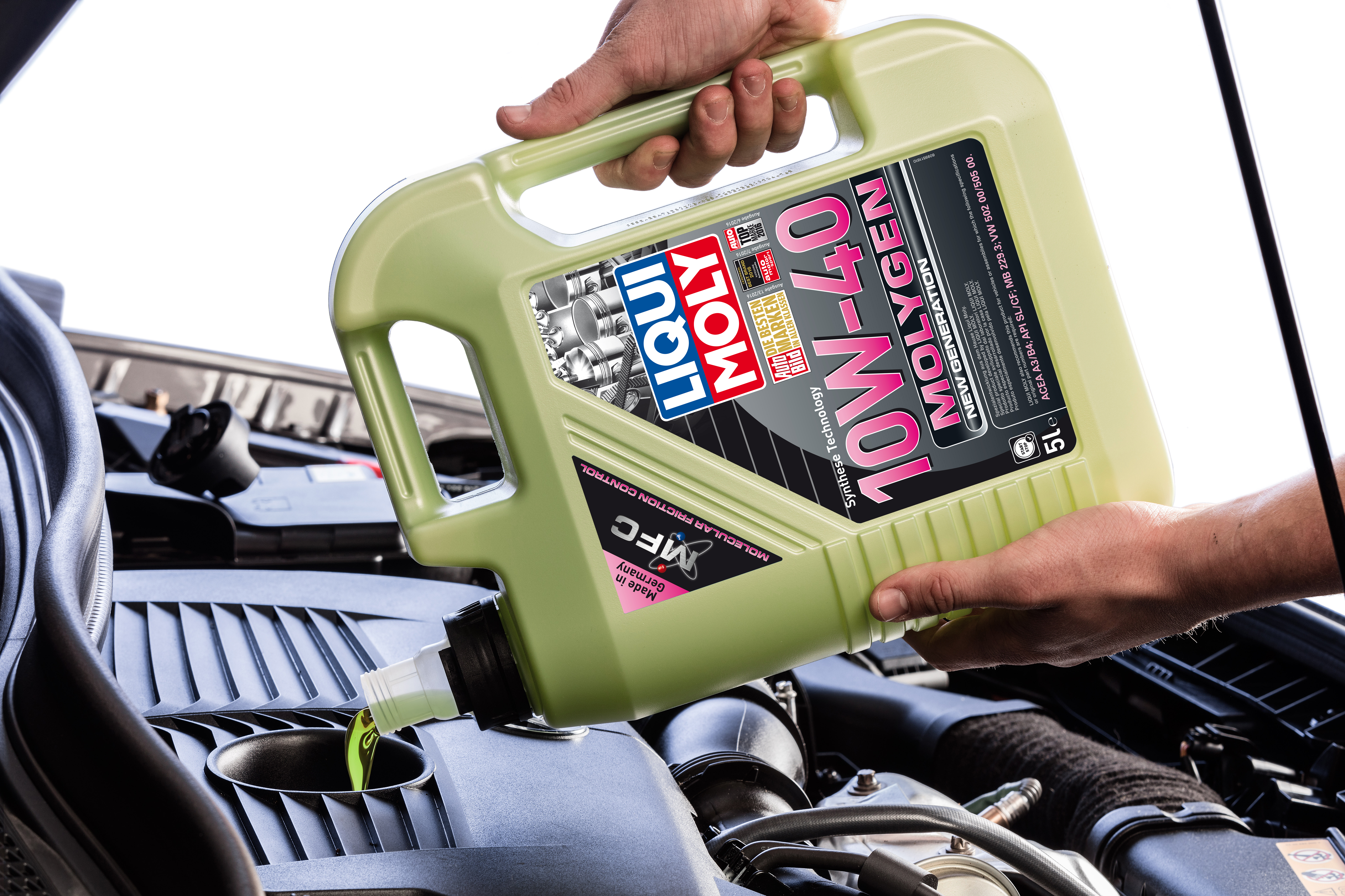 Glowing green motor oil by LIQUI MOLY: LIQUI MOLY